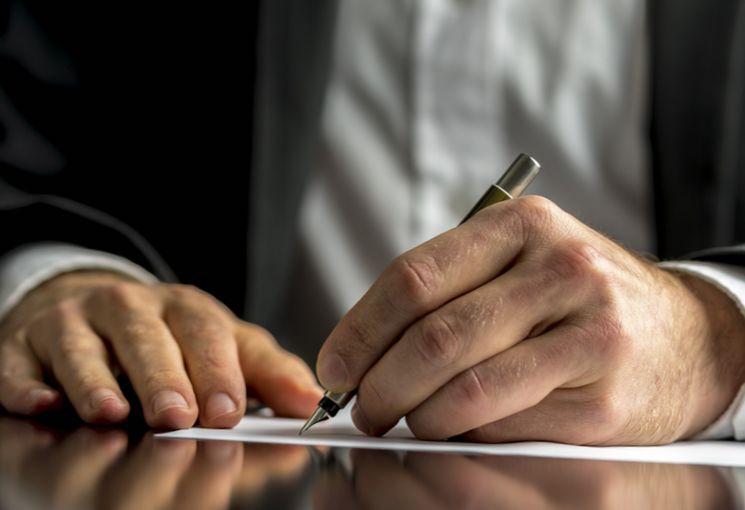 За какое время работодатель обязана перевести повышение разряда