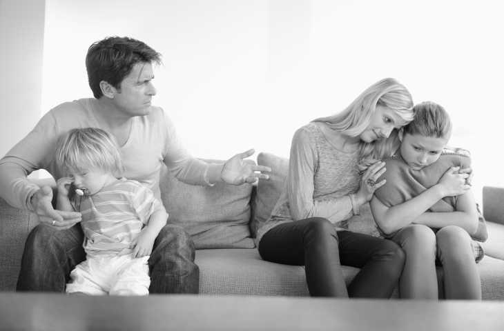 Беременная дена выгнала мужа из дома а он хочет вернуться