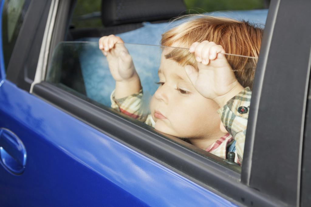 Можно ли оформить машину на несовершеннолетнего человека